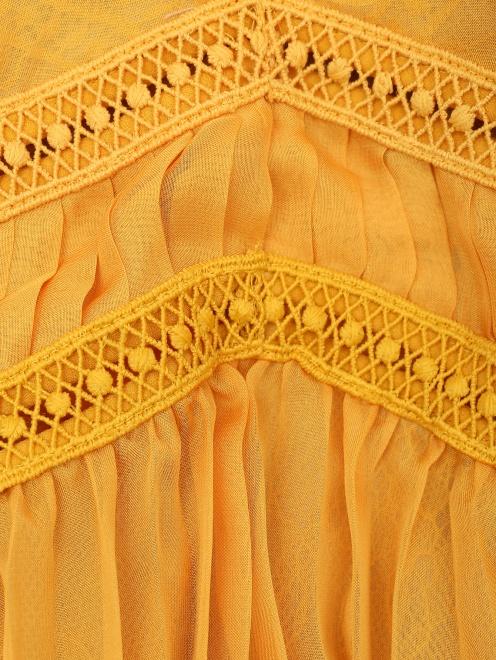 Платье из полупрозрачной ткани с плиссированной юбкой - Деталь